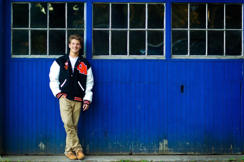 senior-boy-photo-garage